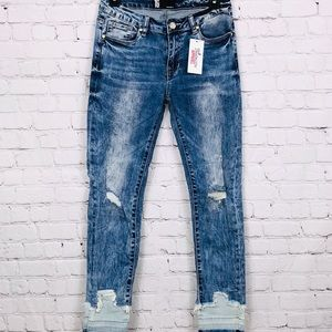 Destructed Jeans w/ frayed ankle and bottom panel